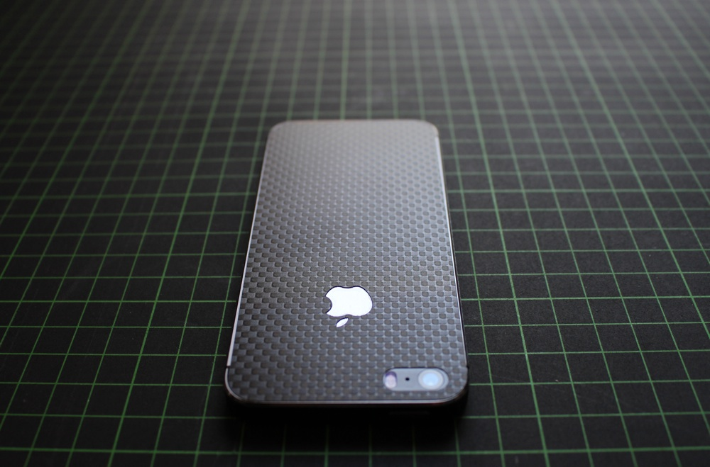 iPhone Aufkleber / Sticker 3D Struktur für iPhone 4/4S/5/5S - Carbon schwarz - Chessboard