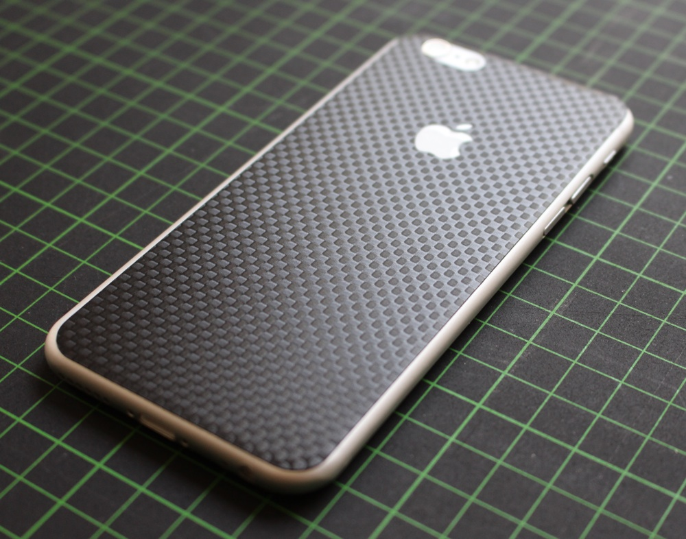 iPhone 6 / 6S / 6 Plus / 6S Plus / 7 Aufkleber / Sticker / Skin. 3D Aufkleber für die Rückseite. - Carbon schwarz - Chessboard